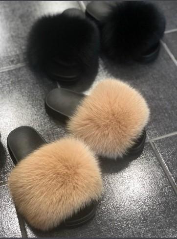 http://mafourrure.com/10401/slippers-en-fourrure-de-renard-saga.jpg