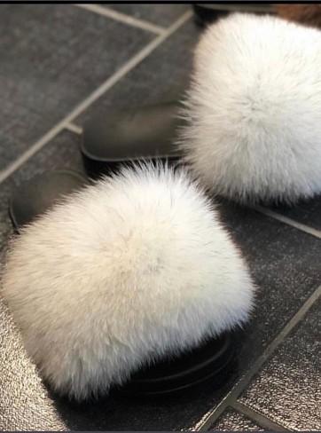 http://mafourrure.com/10519/slippers-en-fourrure-de-renard-saga.jpg