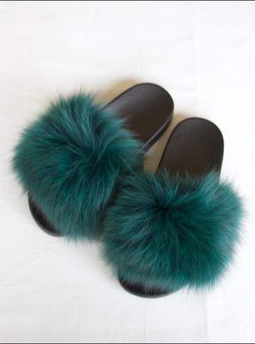 http://mafourrure.com/10597/slippers-en-fourrure-de-renard-saga.jpg